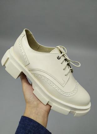Туфли женские кожаные бежевые на шнурках