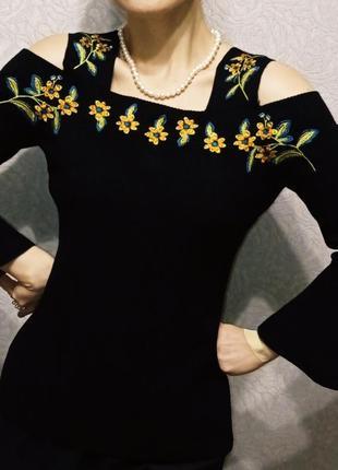 Блуза кофточка с вышивкой вышиванка с открытыми плечами