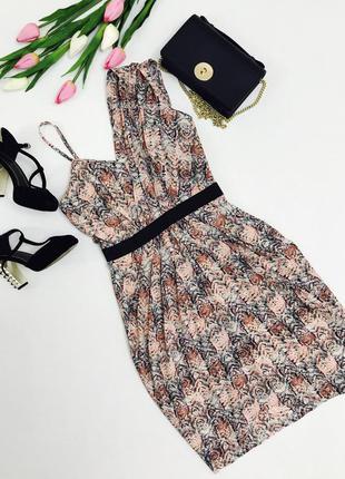 Красивое платье с асимметрией.
