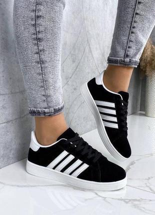 Женские черные замшевые кроссовки кеды с белыми полосками белой пяткой пяточкой