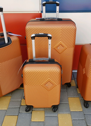 Акция!качественный чемодан, рифленый , якісна валіза, польша