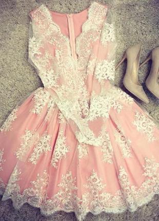 Шикарное вечернее платье пудрового цвета