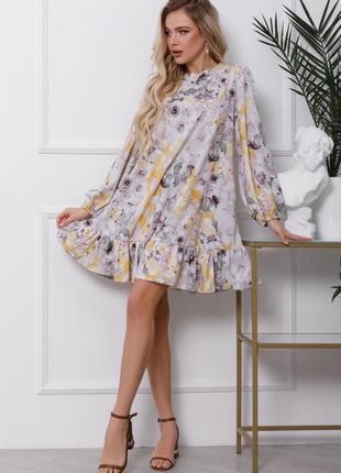 Серое платье-трапеция с цветочным принтом