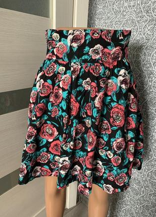 Шикарная мини юбка в розы h&m romania