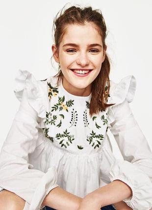 Белая трендовая блуза с вышивкой zara 2017