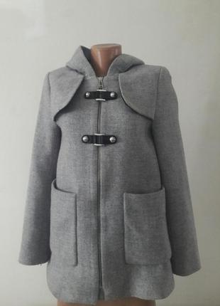 Пальто с капюшоном от zara в идеале!!!