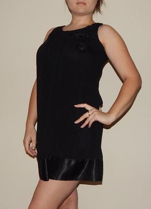 Короткое черное платье, сарафан
