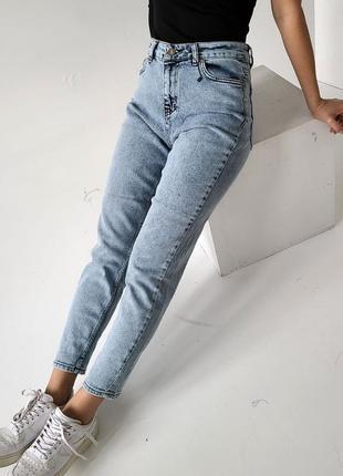 Голубые джинсы mon