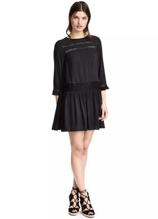 Красивое платье мини h&m с кружевными вставками.