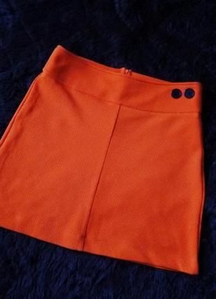 Яркая короткая юбка