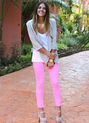 Стильные яркие джинсы george