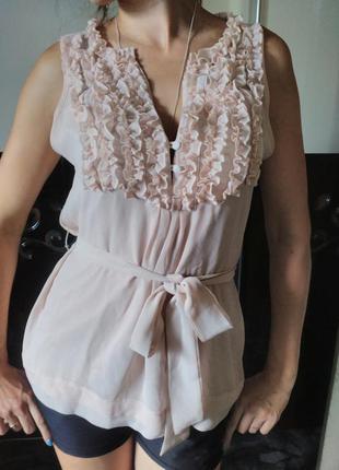 Шифоновая бежевая блуза с поясом