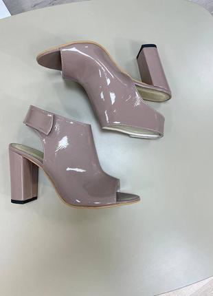 Босоножки кожаные туфли