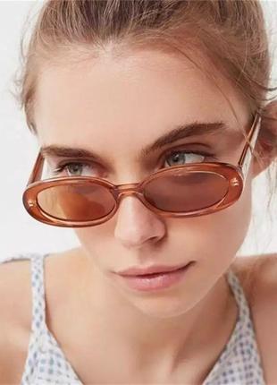 Стильные овальные очки цвета мокко