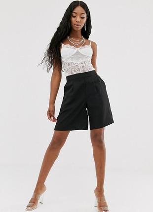 Чёрные шорты-бермуды