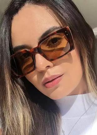 Очки тренд 2021 солнцезащитные коричневые леопардовые квадратные ретро винтаж окуляри