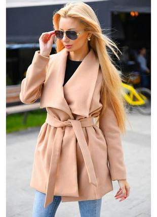 Бежевое трендовое пальто