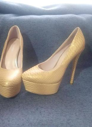 Бежево-золотые туфли stella marco размер 37