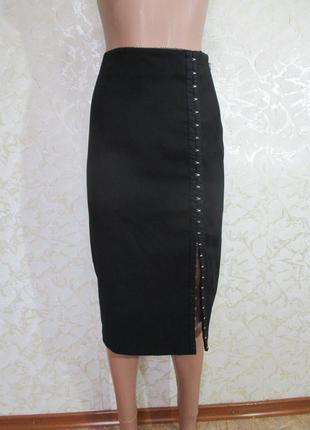 Стрейчевая юбка карандаш с крючочками спереди/ декор/разрез спереди