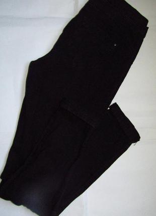 Черные тонкие джинсы-скинни на резинке - 10 размер. отличное состояние.