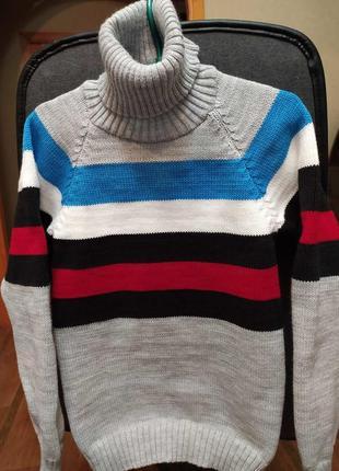 Много свитеров качество отличное.ращмеры в наличии