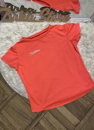 Красивая яркая спортивная футболка frauenlauf