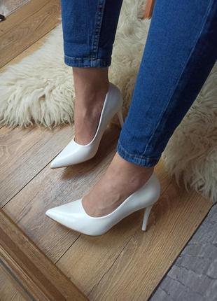 Свадебные белые туфли лодочки кожаные