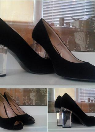 Чорні туфлі з прозорим каблуком