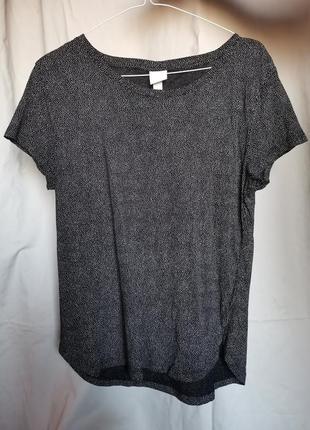 Базовая чёрная футболка в белую точку