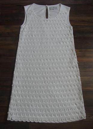 Cтильное белое ажурное платье