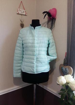 Очень красивая мятная куртка amisu