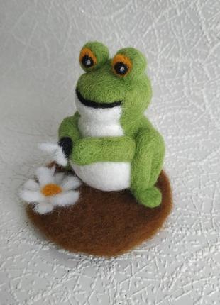 Валяная лягушка, жаба из шерсти