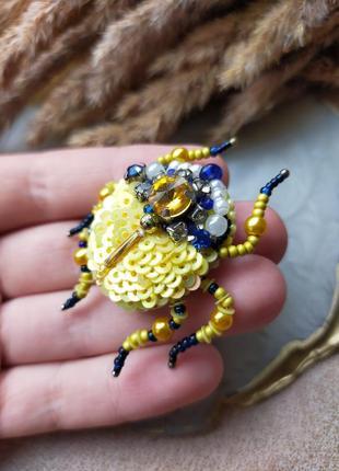 Из бисера жуки