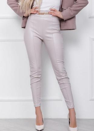 Серые кожаные брюки со стрелками