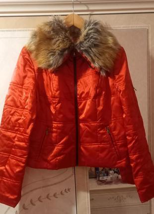 Курточка с меховым воротником
