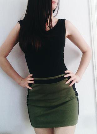 Стильная юбка цвета хаки с молнией сзади amisu