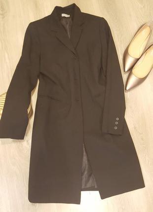 Легкое пальто из костюмной ткани