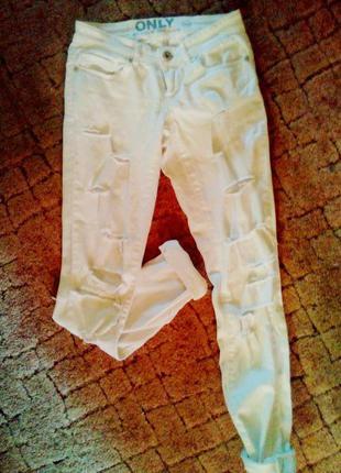 Белые джинсы only с порезами,белые джинсы с дырками