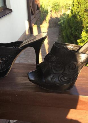 Босоножки на каблуке luciano carvari
