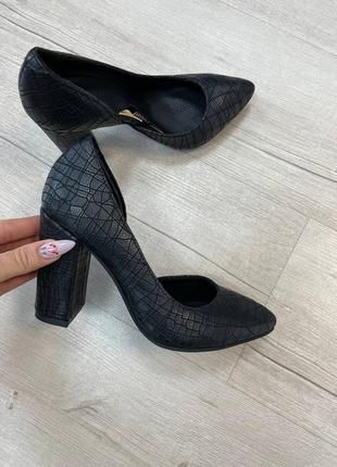 Туфли острый нос устойчивый каблук кожа замш