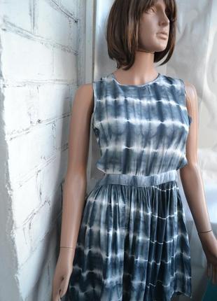 Необычное платье с принтом варенка
