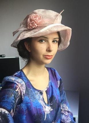 Розовая шляпа с розочками