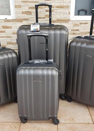 Дорожный чемодан фирмы fly на 4 колёсах