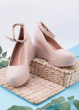 Туфли женские в двух цветах.