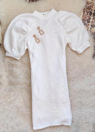 Платье с обьемными рукавами