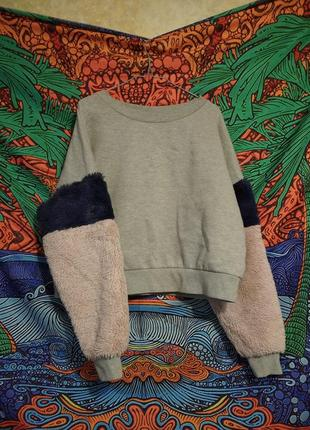 Серый свитшот с пушистыми теплыми рукавами