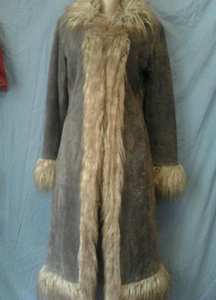 Плащ-пальто замшевое с мехом ламы.