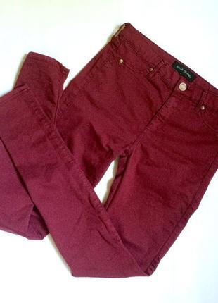 Завышеные джинсы вишневого цвета узкачи скинни