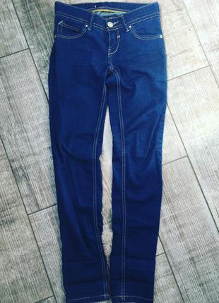 Крутые джинсы stradivarius 25р