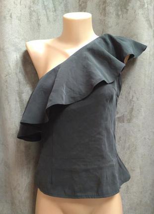 Блуза с воланом only,шелковая блуза с воланом,блуза с рюшей на одно плече